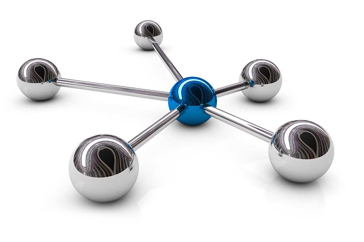 Verbundene silberne Sphären mit einer blauen in der Mitte